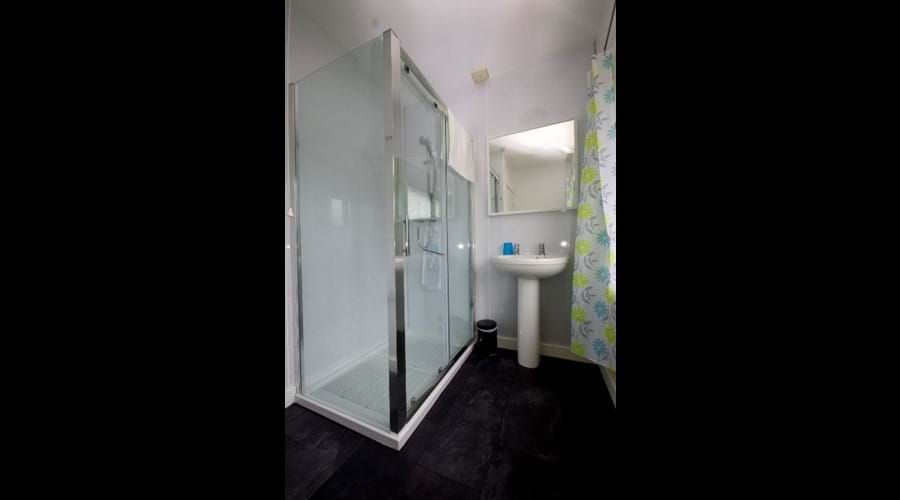 Image of Murmur Aeron shower room