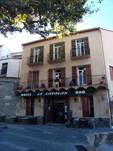 Hotel Le Catalan in Laroque des Alberes - A cafe-bar-restaurant in Laroque des Alberes, popular with our guests. On a quiet square a short walk from our villa.