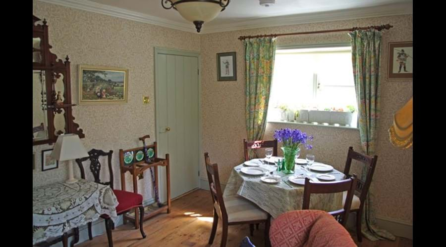 Albion Cottage dining room