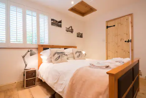 Stable Cottage king bedroom (downstairs) with en-suite