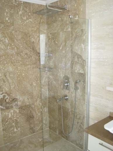 An ensuite shower