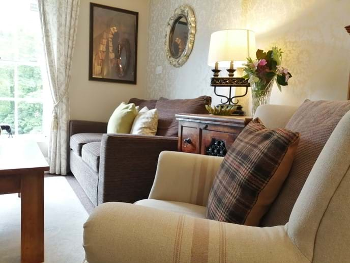 THE COSY LOUNGE AT IRONBRIDGE VIEW TOWNHOUSE. RELAX ON THE SOFA AND ENJOY THE STUNNING VIEW OF THE IRON BRIDGE