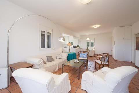 Comfortable Lounge - new photos soon!