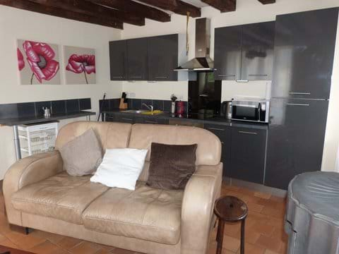 Well equipped Kitchen with DW, F/F oven Hob and Microwave.