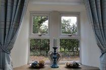 Lounge side window