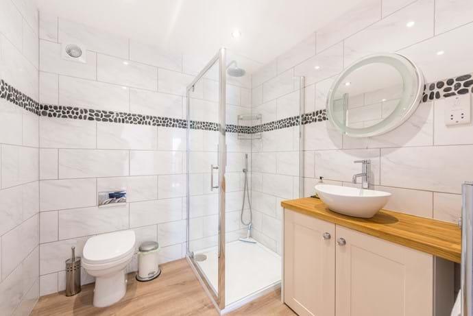 Bathroom 3 ( Ground floor) adjacent to Superking & Twin bedrooms