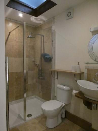 En-suite shower room to first floor bedroom with rainfall, massage jet shower