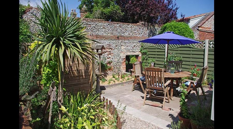 Albion cottage courtyard