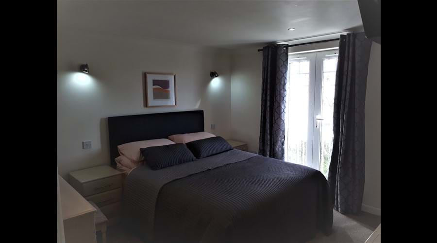 Master Bed Room with En-Suite Bath and Smart tv. AG35