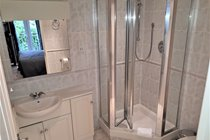 Atlantic Gold Lodge 35. En-Suite Shower. Atlantic Reach Gold Lodges. www.newquay-selfcatering.com