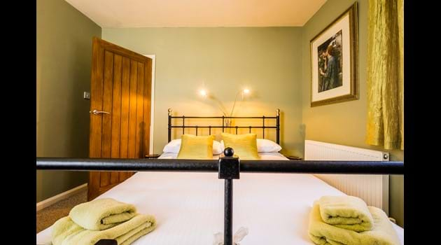 The Green Room - king sized comfort awaits you here!