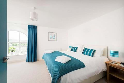 1st Floor Ensuite bedroom-option of twin or super-king bed