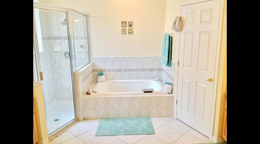 En-Suite Bathroom (1) - Beautiful large bathroom with