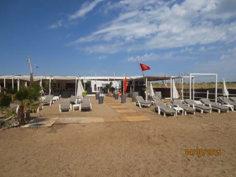 Bar/Cafe at Vendres Plage......10am in August!