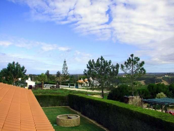 Roof Terrace to Side Garden