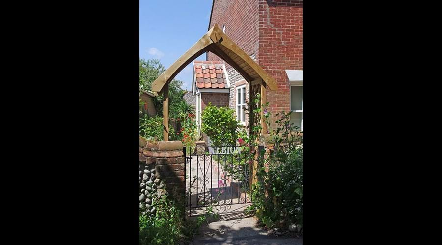 Albion cottage gate and arch