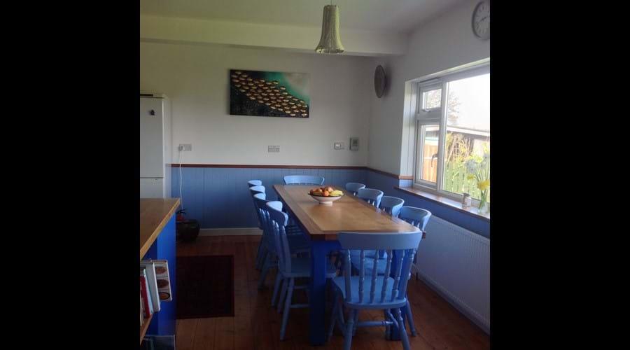 kitchen table seats 10