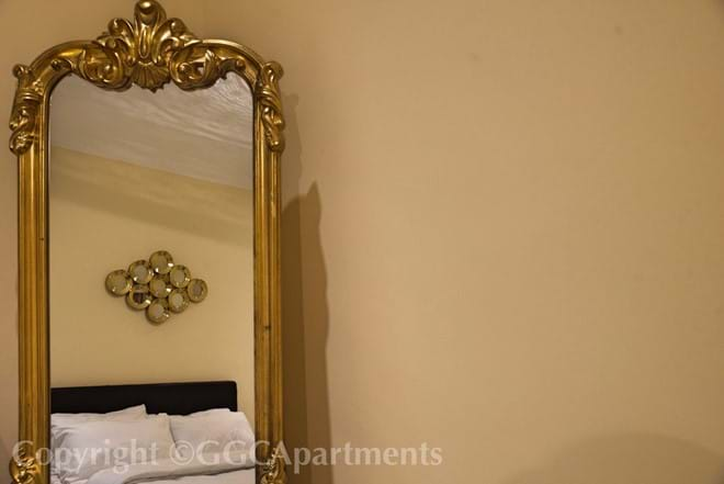 Gold Apartment - Bedroom