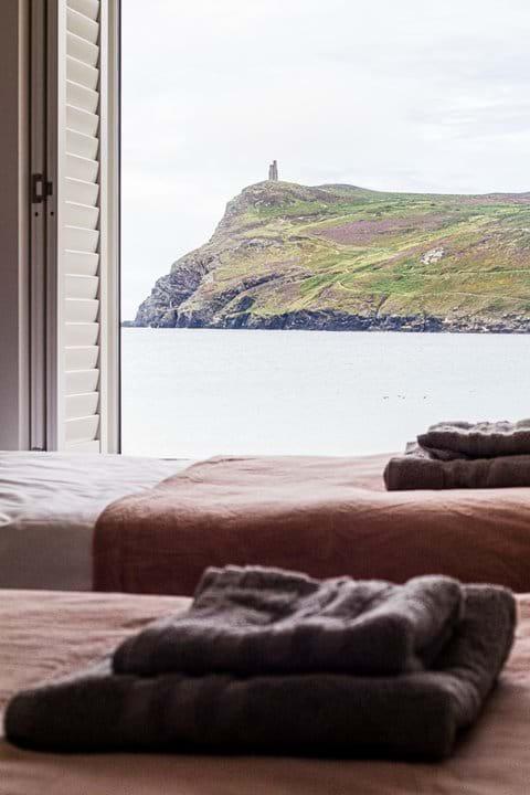 Twin bedroom Port Erin beach