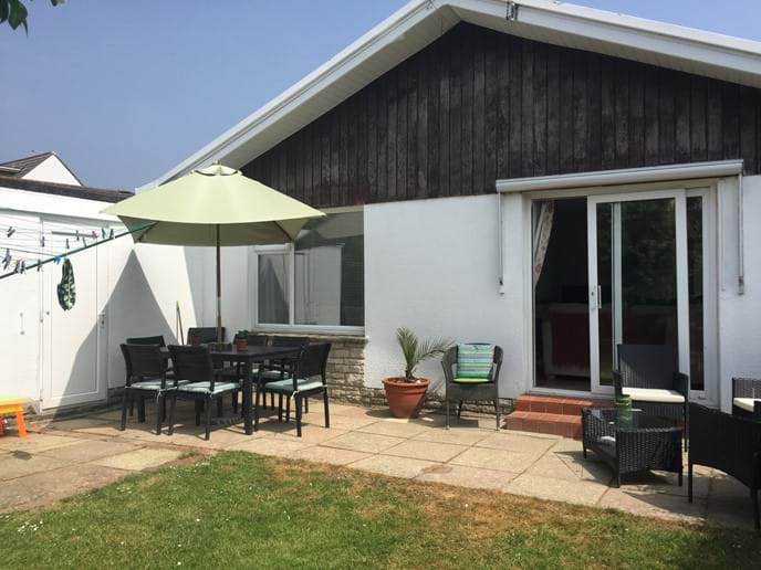 OUTSIDE SEATING AREA AND DINING