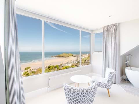 Room with a view! Top floor bedroom - Boutique Beach House West
