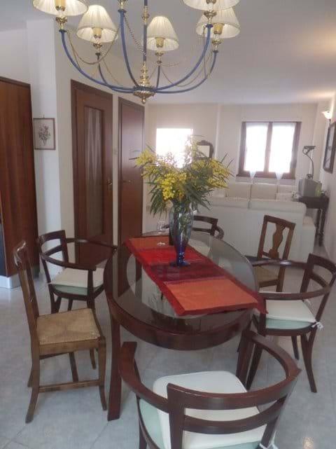 open plan lounge/diner