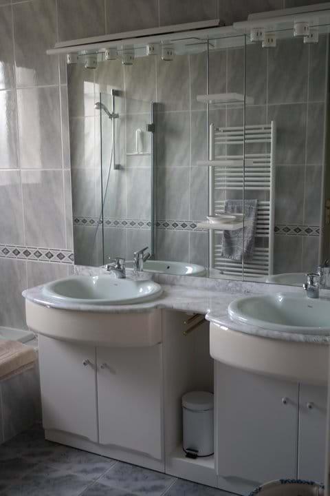 First floor bath/shower room