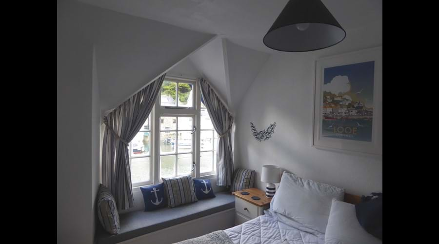 The Main Bedroom - Wake Up With A View Of The Harbour