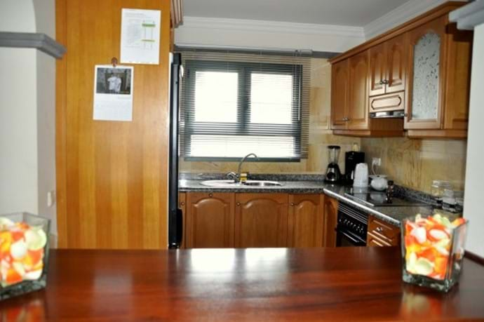 Kitchin - fully equiped with microwave, toaster, 4 hob oven, kettle & lots more