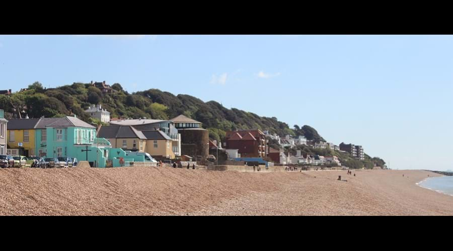 The Little yellow Cottage by the Sea - Sandgate Beach Kent