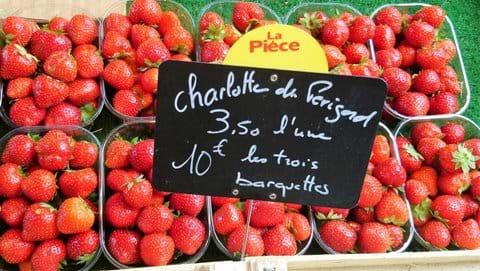 10 plastic pots of Charlotte de Perigord Strawberries 3.50 euros a pot or 3 for 10 eurosr