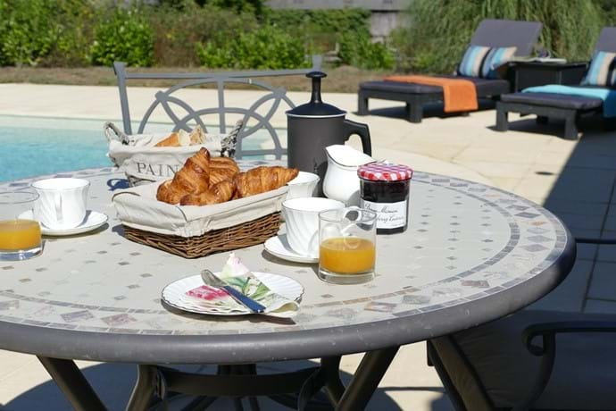 Breakfast in the Dordogne sunshine around the pool.
