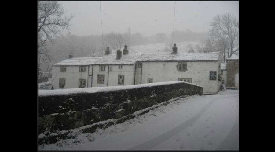 snow-covered-scene-of-the-george-inn-hubberholme