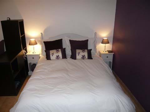 The double bed (140cm x 190cm)