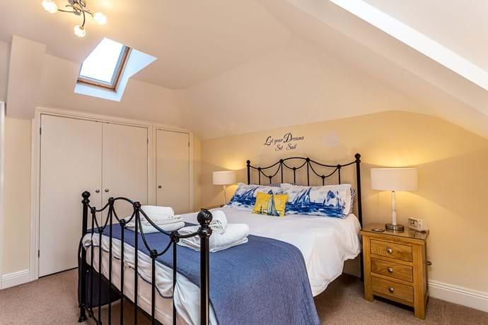 First floor kingsize bedroom