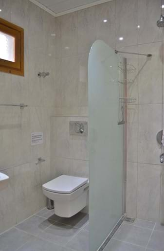 Sunset's shower room/wc.