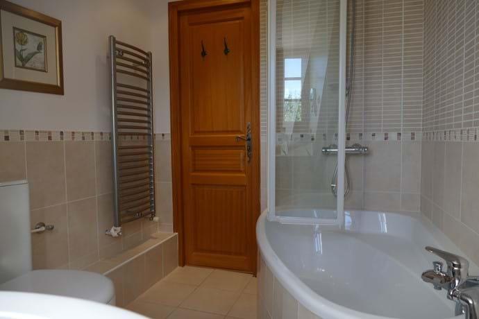 Bathroom on the second floor between Bedrooms Four & Five