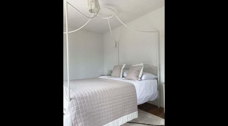 Kingsize bedroom (ground floor)