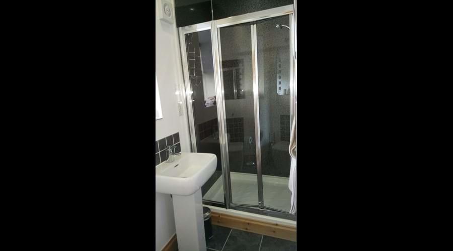 Twin room en-suite large shower