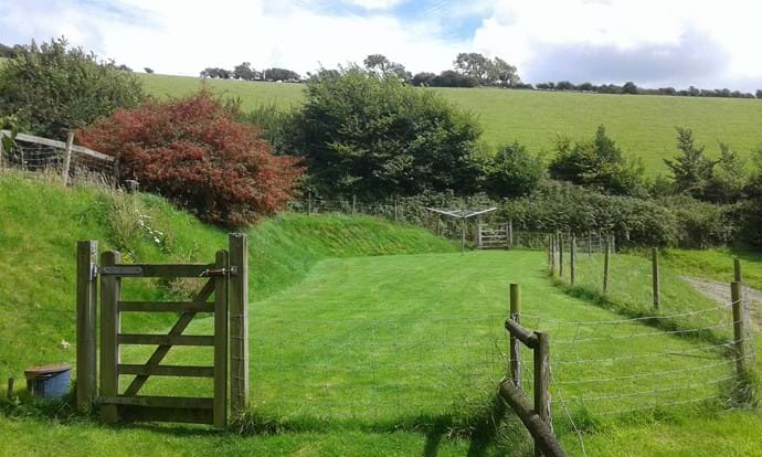 Enclosed garden area to exercise your dog or sit and have a picnic and enjoy the view