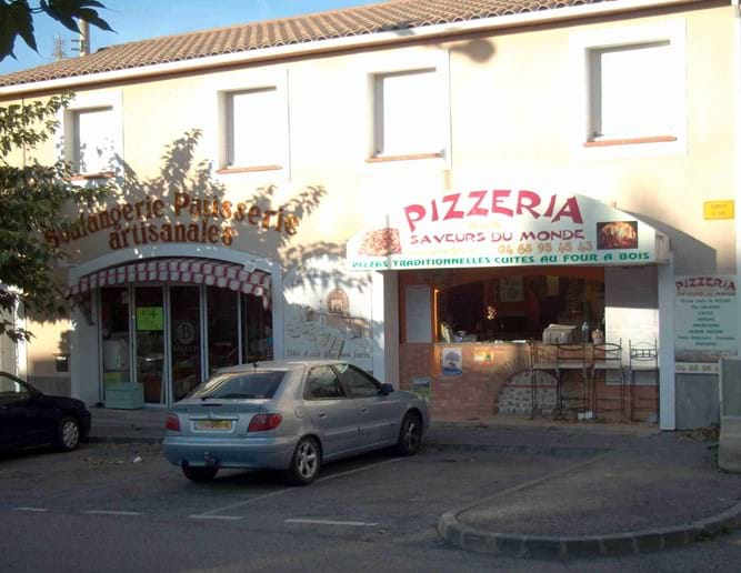 Takeaway Pizzeria in Laroque des Alberes and one of the baker-patisseries in Laroque des Alberes. Both only a short walk from the villa in the centre of the village.