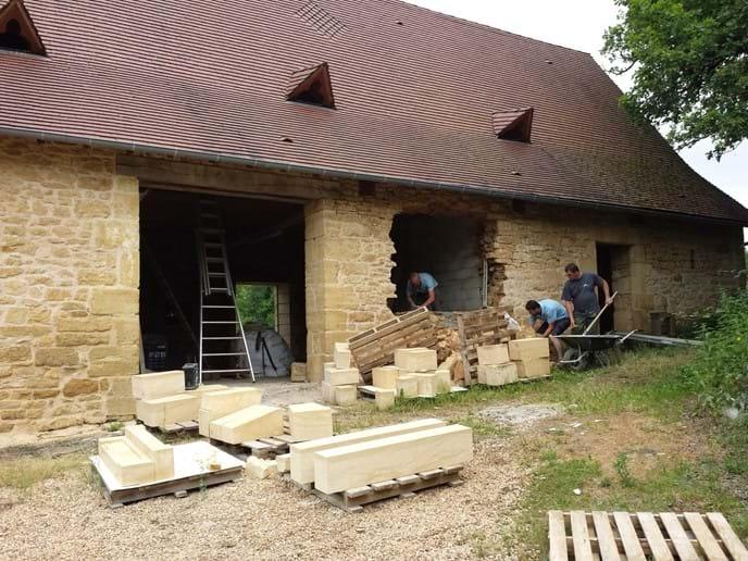 Oak & Walnut Barn - front view from courtyard