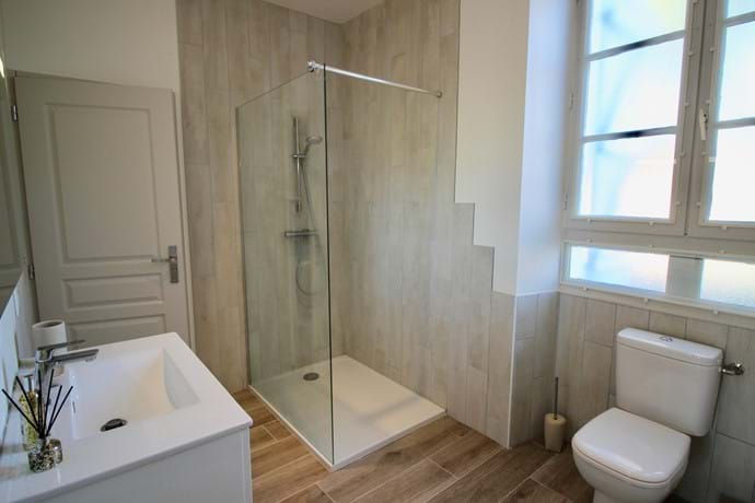 'Jack & Jill' ensuite with large walk-in shower, vanity unit and heated towel rail