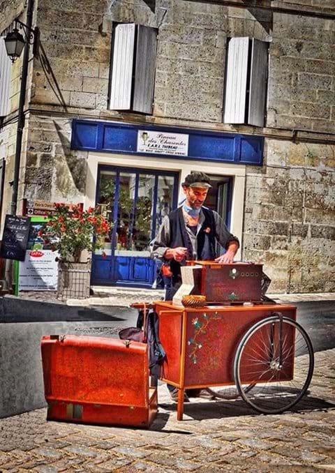 A musician in Aubeterre sur Dronne