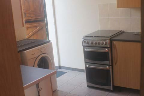 The kitchen has a stable door, gas cooker and a washing machine