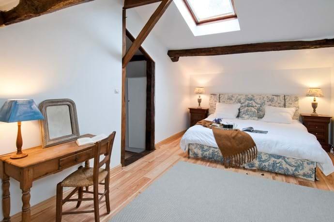 Pine Room with bathroom ensuite, Maison La Busaneth, Aquitaine