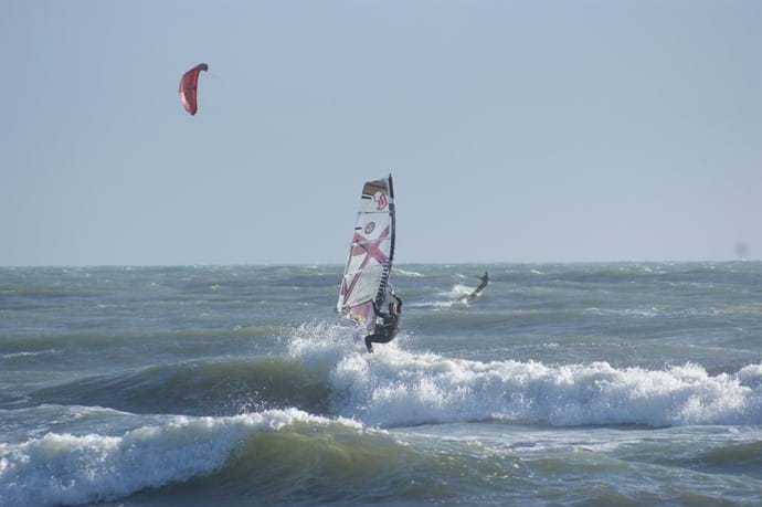 Wind and kite surfing