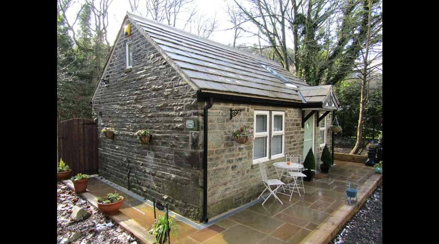 Bluebell Cottage with side gate to rear patio