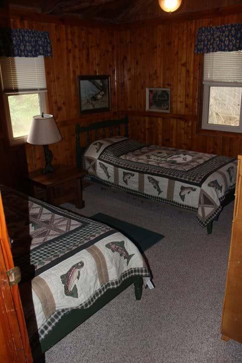 Paradise Hollow Lake Ann Michigan - Cottage Rental