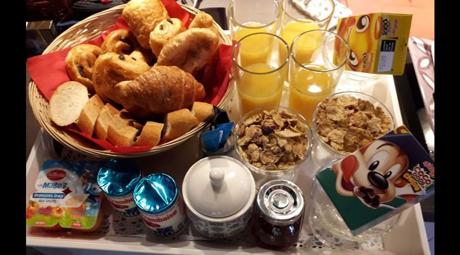 Example of Breakfast for 4 tray 1